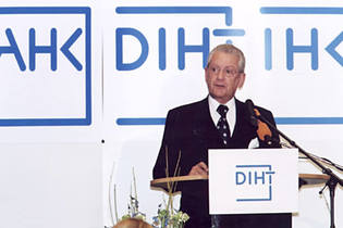 2001: Hans Peter Stihl becomes Honorary President